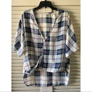 Hi-Low Short Sleeve Plaid Blouse